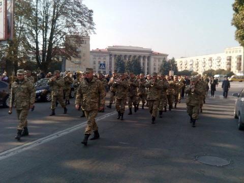 День захисника України в Житомирі відзначили урочистою ходою почесної варти (8 фото) (3)