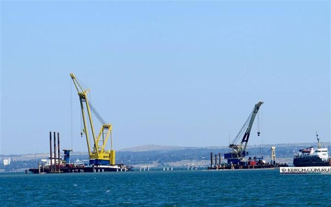 Робочу силу для будівництва путінського моста в Крим знайшли на окупованому Донбасі