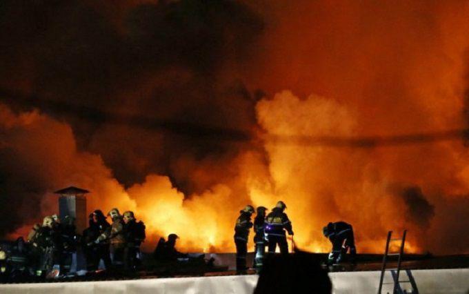 У Москві в масштабній пожежі загинули сім пожежних: з'явилися фото і відео