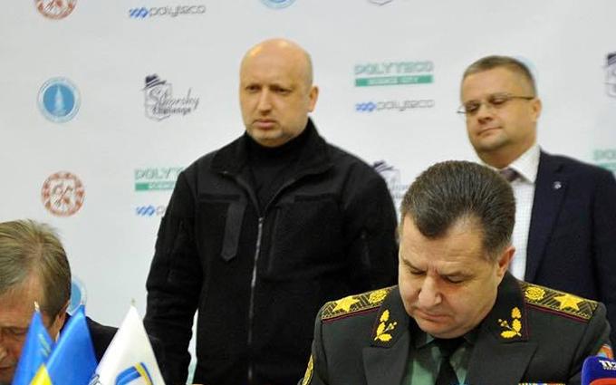 Турчинов выступил с неожиданным заявлением о собственных украинских ракетах