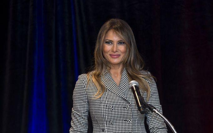 """""""Словно кукла Барби"""": Мелания Трамп очаровала нежным образом"""