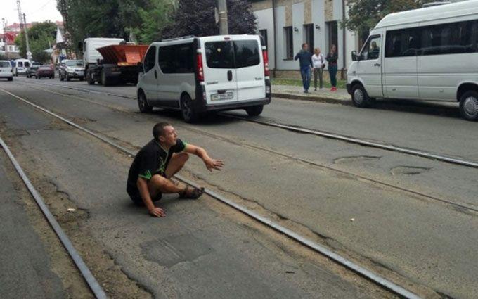 Дуже дивний водій маршрутки розбив 5 машин: з'явилися фото і відео