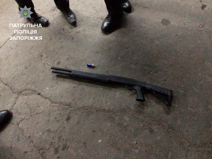 В Запорожье пьяный открыл стрельбу, есть раненые: опубликовано фото (1)