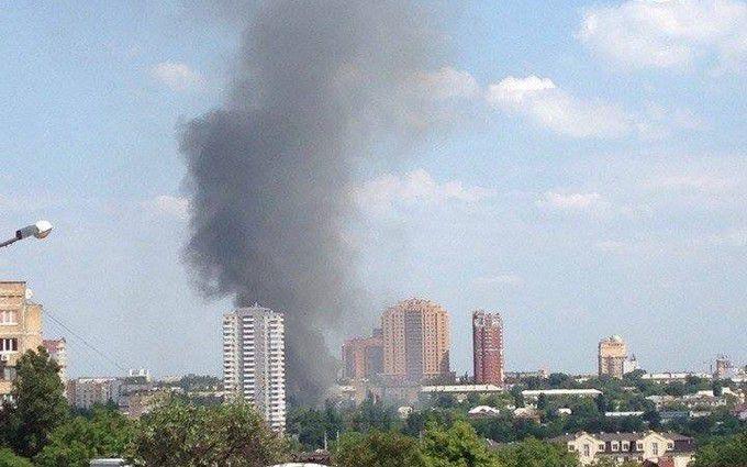 В окупованому Донецьку горить офіс компанії відомого олігарха: з'явилися фото і відео
