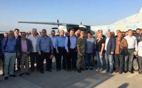 Украинские послы вместе с военными вылетели на линию фронта на Донбасс: названа причина