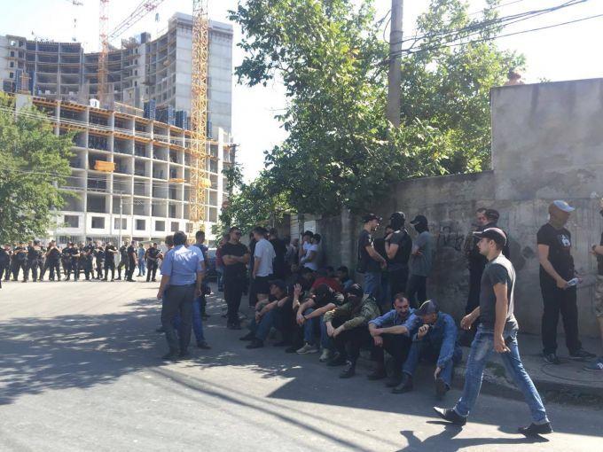 В Одесі один з учасників акції проти будівництва Kadorr отримав ножове поранення