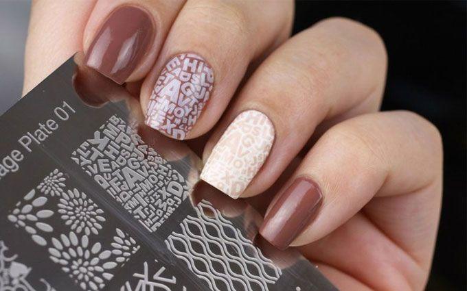 Стемпинг на нігтях: як зробити бюджетний манікюр в домашніх умовах