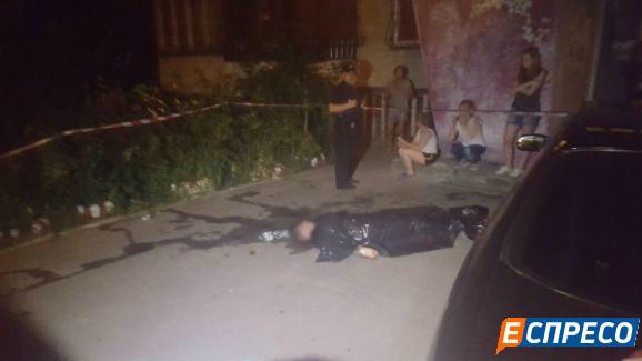 У Києві молодого чоловіка зрешетили кулями: з'явилися фото (1)