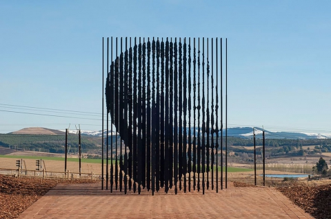 Необычный памятник