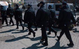 В России десятки людей задерживают на акциях против Путина