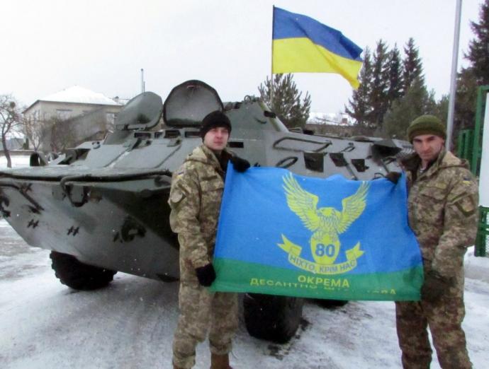 Львовским десантникам передали отремонтированный БТР-80 (3 фото)