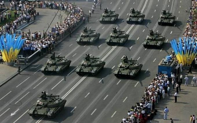Українцям покажуть міць їх армії: Порошенко дав добро