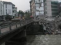 Число жертв землетрясения в Китае превысило 69 тысяч человек