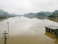 В разрушенных землетрясением районах Китая прорвало запруды