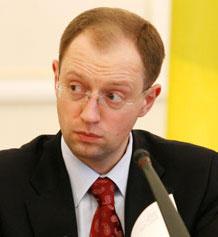 Яценюк: Україна не може дозволити собі подвійне громадянство