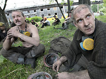 Спасатели подняли на поверхность 6 из 21 обнаруженных живыми шахтеров