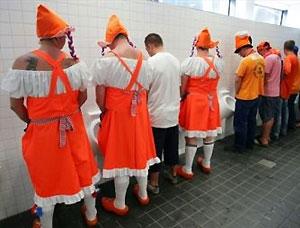 Болельщикам не хватило 800 туалетов на улицах Базеля