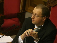"""Яценюк встал на защиту Рады """"до последнего патрона"""""""