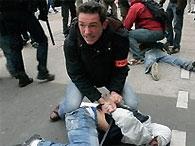 Париж: студенты отпраздновали выпускной беспорядками