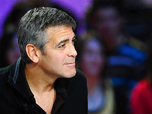 Клуни продал короткометражку о падающем с крыши человеке
