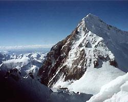 Альпинисты поднимут Олимпийский огонь на Эверест