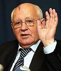Горбачев велел Лужкову держать язык за зубами