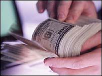 В киевских обменниках курс доллара понизился еще больше