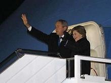Президент США Буш прилетел в Украину с государственным визитом