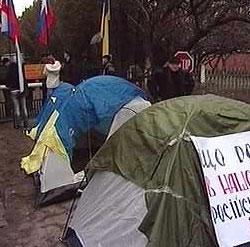 Украинские студенты пикетируют штаб Черноморского флота РФ