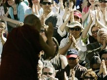 Далай-лама выступил на стадионе в США