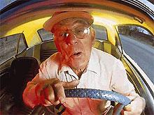 Первая авария 93-летнего водителя закончилась двумя разбитыми Porsche