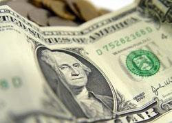 Украинцам советуют срочно менять доллар на гривну