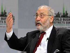 Нобелевский лауреат: Кредиты МФВ ослабляют экономику Украины