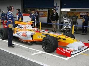 Команда Renault отменила тесты в Барселоне