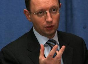 Яценюк подсчитал, сколько человек изменят страну