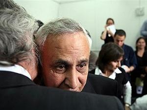 Бывшему президенту Израиля предъявили обвинения в изнасиловании