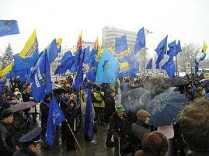 Через неделю Партия регионов начнет выводить людей на майданы