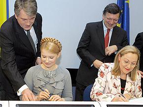 Ющенко и Тимошенко не поделили ручку