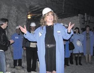 На Донбассе Аллу Пугачеву спустили в шахту