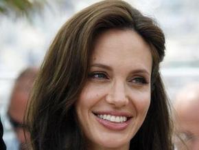 Анджелина Джоли госпитализирована