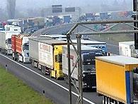 Черновецкий сделает платным въезд в Киев для грузовиков