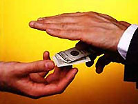 В Крыму задержали председателя и депутата сельсовета за взятку в $5,2 млн.