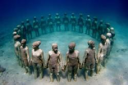 Первый в мире подводный парк скульптур в Гренаде