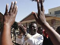Лидер оппозиции Зимбабве спрятался в голландском посольстве