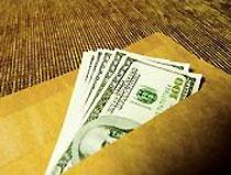 Почти половина зарплат в Украине выдается в конвертах