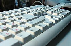 Самый опасный предмет в офисе - клавиатура