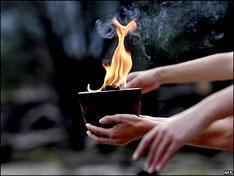 Эстафету Олимпийского огня приостановят на три дня