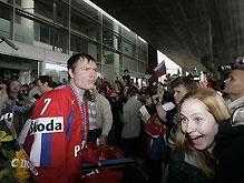 Сборная России по хоккею триумфально вернулась на родину