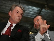 Ющенко и Балога отдали свои недельные зарплаты детдому