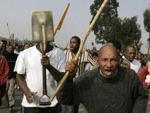 Погромы в ЮАР: 42 человека погибли, 16 тысяч покинули свои дома